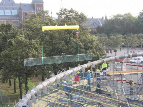 Bouw van het entreegebouw van het Van Gogh Museum op hoogte.